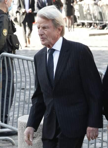 Bernard Kouchner arrive à la messe funéraire en hommage à Bernard Tapie en l'église Saint-Germain-des-Prés à Paris, le 6 octobre 2021