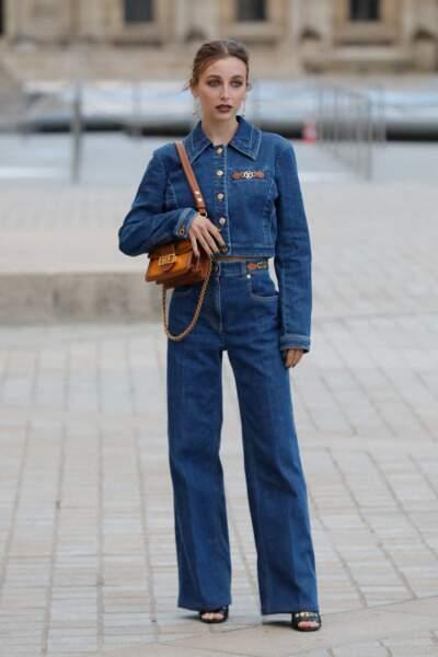 Emma Chamberlain au défilé Louis Vuitton printemps-été 2022
