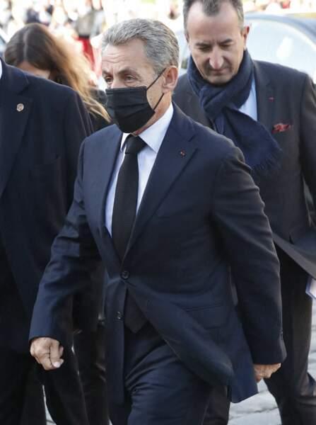 Nicolas Sarkozy arrive à la messe funéraire en hommage à Bernard Tapie en l'église Saint-Germain-des-Prés à Paris, le 6 octobre 2021