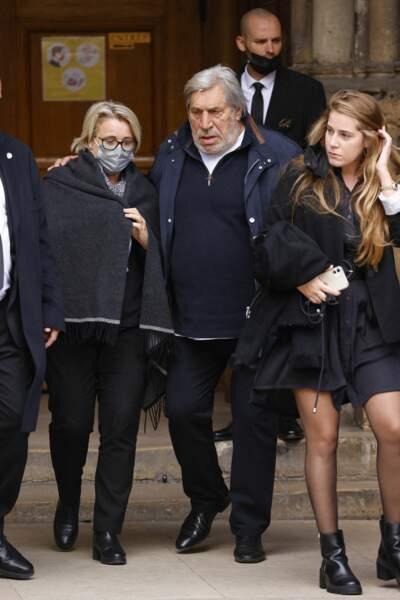 Jean-Pierre Castaldi et sa femme Corinne Champeval lors de la messe funéraire en hommage à Bernard Tapie en l'église Saint-Germain-des-Prés à Paris, le 6 octobre 2021