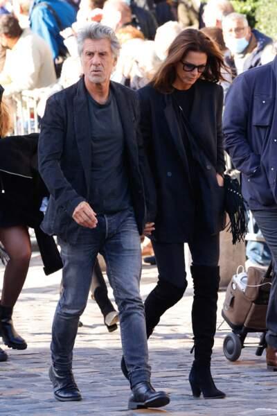 Marc Simoncini et sa compagne Ingrid arrivent à la messe funéraire en hommage à Bernard Tapie en l'église Saint-Germain-des-Prés à Paris, le 6 octobre 2021