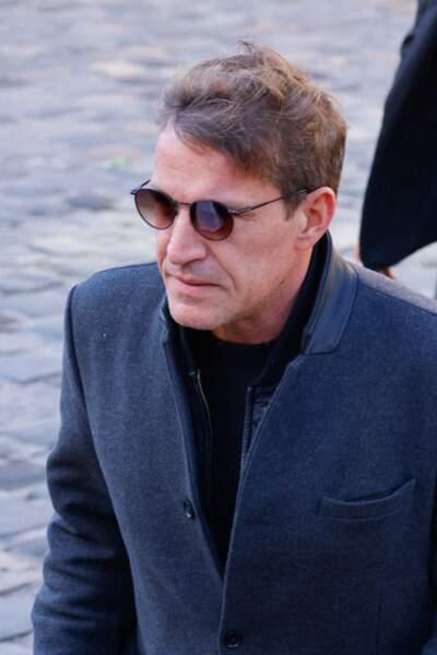 Benjamin Castaldi arrive à la messe funéraire en hommage à Bernard Tapie en l'église Saint-Germain-des-Prés à Paris, le 6 octobre 2021