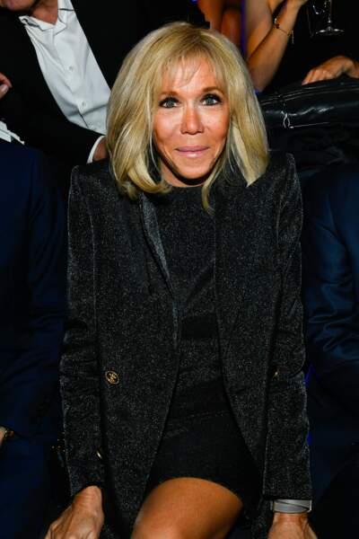 """Brigitte Macron au défilé Love Brings Love"""" de la maison AZ Factory PAP collection printemps/été 2022 en hommage à Alber Elbaz"""