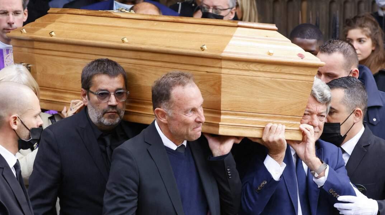 Stéphanie Tapie, Jean-Pierre Papin et Jean-Louis Borloo lors de la messe funéraire en hommage à Bernard Tapie en l'église Saint-Germain-des-Prés à Paris, le 6 octobre 2021