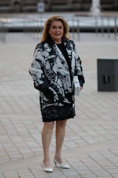 Catherine Deneuve au défilé Louis Vuitton printemps-été 2022