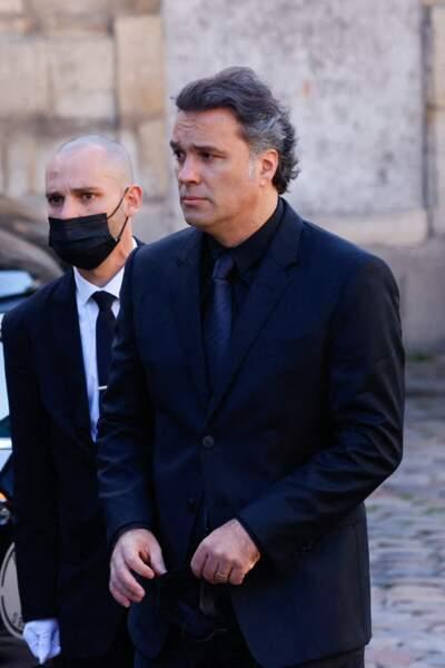 Laurent Tapie arrive à la messe funéraire en hommage à Bernard Tapie en l'église Saint-Germain-des-Prés à Paris, le 6 octobre 2021