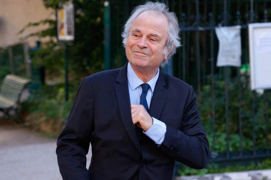 Franz-Olivier Giesbert arrive à la messe funéraire en hommage à Bernard Tapie en l'église Saint-Germain-des-Prés à Paris, le 6 octobre 2021