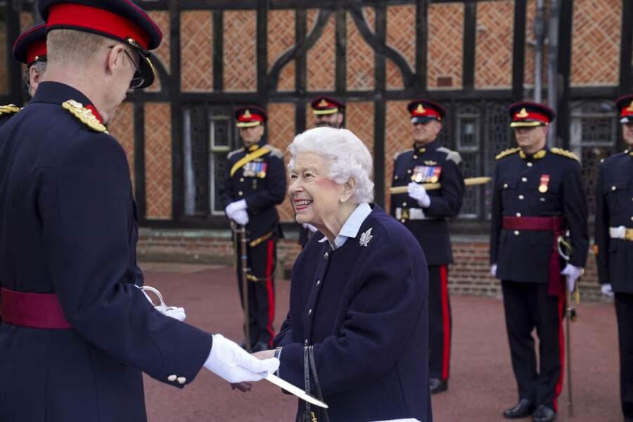 Ce mercredi 6 octobre, pour son retour à Windsor, Elizabeth II était fière de remettre une récompense aux soldats canadiens.