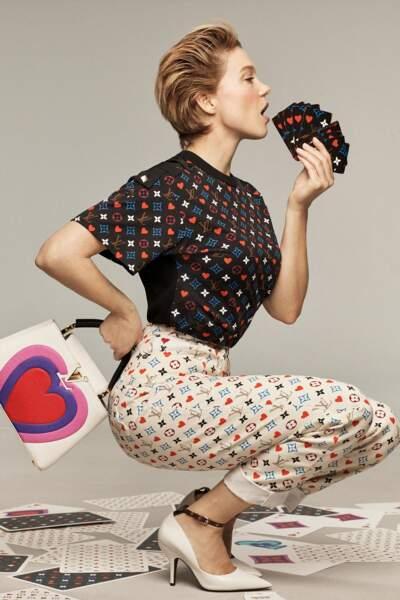 Léa Seydoux pose les cheveux courts dans la campagne de Louis Vuitton pour lutter contre le confinement en 2021