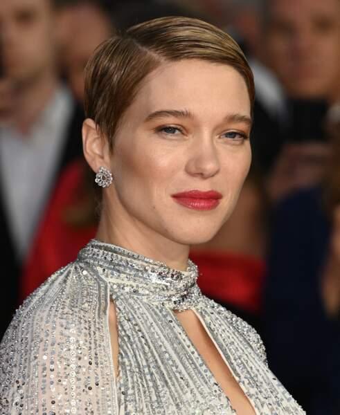 """Léa Seydoux : coupe très courte et  plaquée pour l'avant-première mondiale du film """"James Bond - Mourir peut attendre en septembre 2021"""