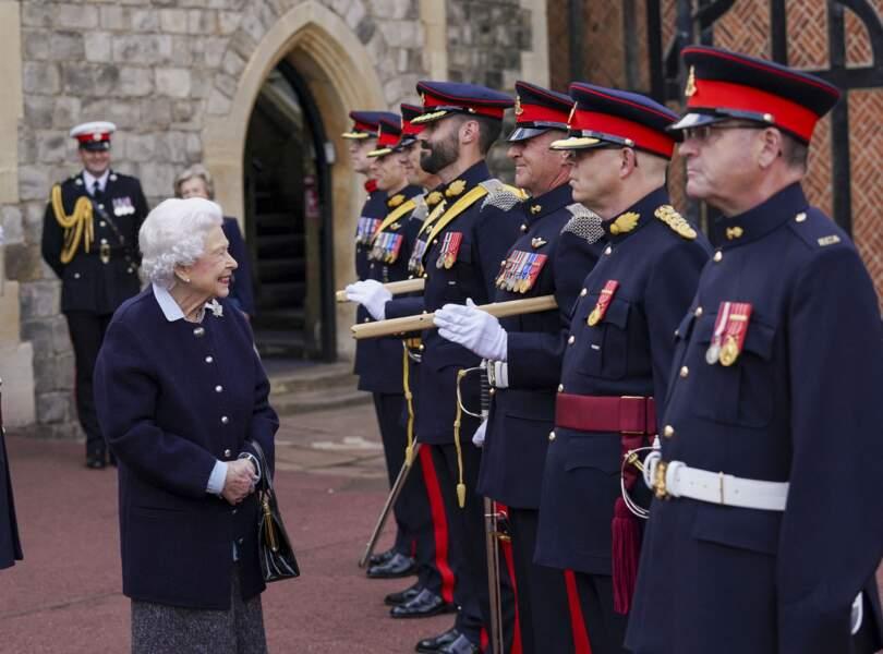 La reine Elizabeth II a dû remettre une récompense aux officiers canadiens ce mercredi 6 octobre à Windsor.