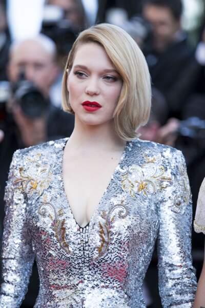 Léa Seydoux avec un carré long lisse coiffé en side-hair à Cannes en mai 2018
