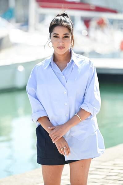 Leïla Bekthi au festival de La Rochelle, en chemise MM6 Maison Margiela