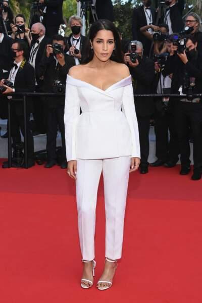 Leïla Bekhti en costume Givenchy lors de l'ouverture du Festival de Cannes en juillet 2021