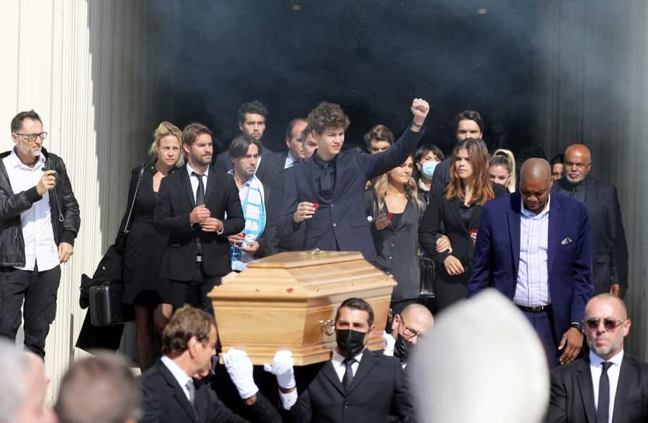 Rodolphe Tapie, Louis Tapie et le pasteur Marcel à la sortie des obsèques de Bernard Tapie, en la Cathédrale La Major, à Marseille, le 8 octobre 2021.