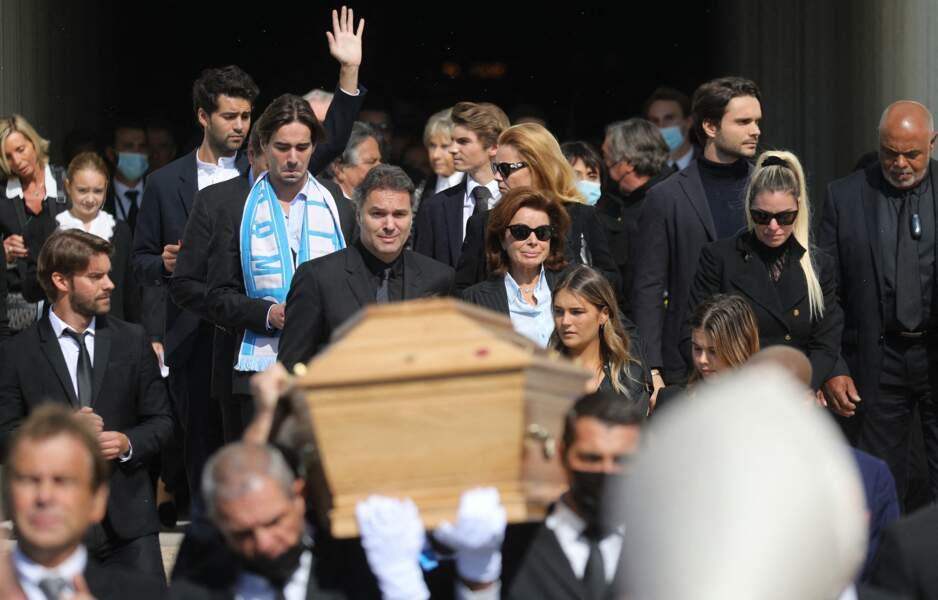 Laurent Tapie, Dominique Tapie et Sophie Tapie à la sortie des obsèques de Bernard Tapie, en la Cathédrale La Major, à Marseille, le 8 octobre 2021.