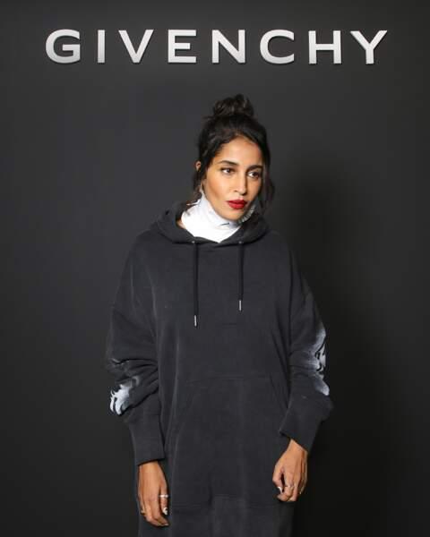 Hoodie oversize sur boots à lacets pour le défilé Givenchy SS2022