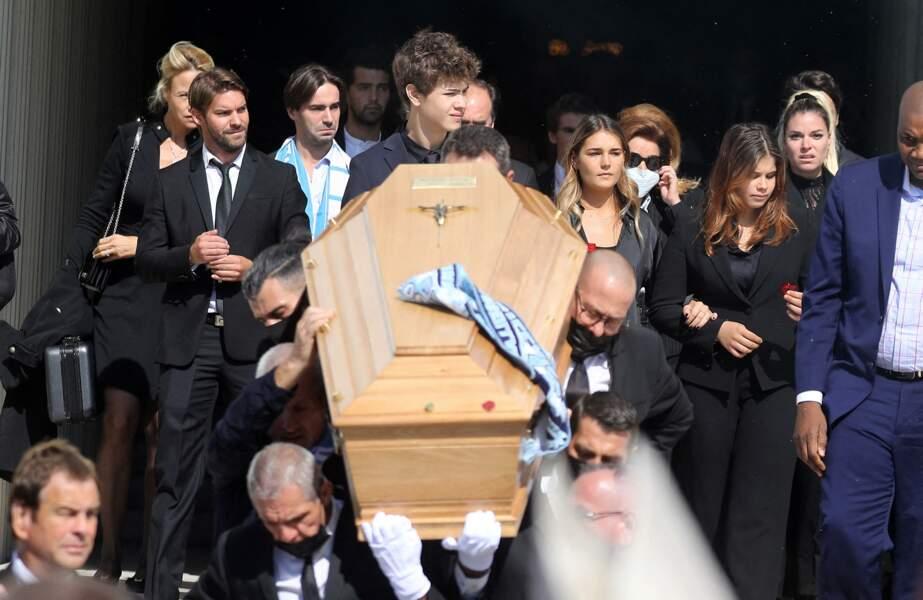 Rodolphe Tapie, Louis Tapie et Sophie Tapie à la sortie des obsèques de Bernard Tapie, en la Cathédrale La Major, à Marseille, le 8 octobre 2021.