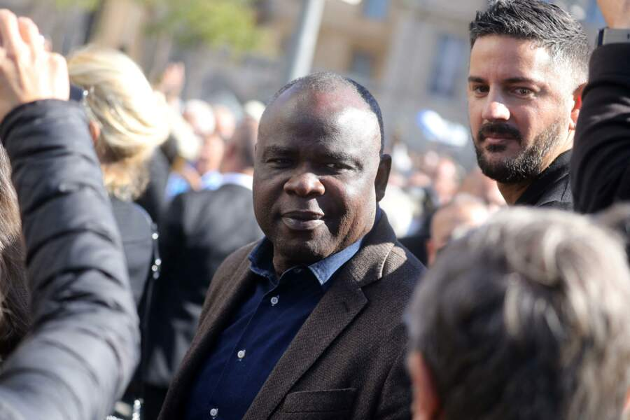Basile Boli était lui aussi présent aux côtés des proches de Bernard Tapie à la sortie des obsèques de ce dernier, en la Cathédrale La Major, à Marseille, le 8 octobre 2021.