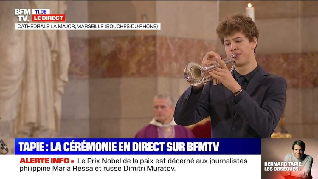 Son petit-fils Louis a joué de la trompette pour honorer la mémoire de Bernard Tapie, lors des obsèques de ce dernier, en la cathédrale de la Major, à Marseille, le 8 octobre 2021.