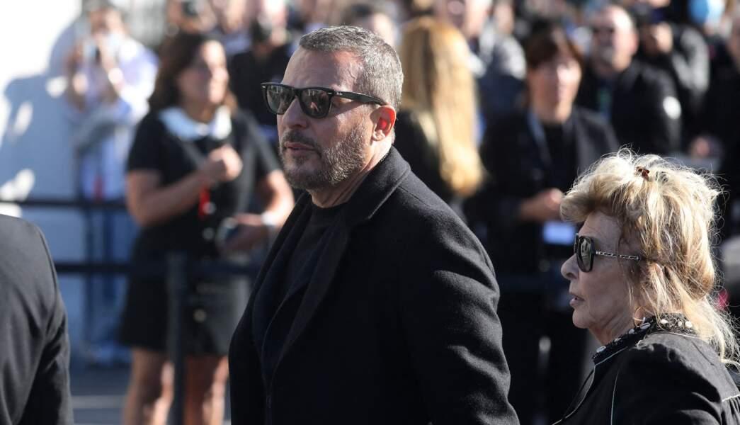 Jean Roch, accompagné de sa mère Marie-Suzanne, aux obsèques de Bernard Tapie, en la cathédrale de la Major, à Marseille, le 8 octobre 2021.