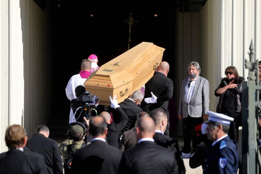 Le cercueil de Bernard Tapie a fait son entrée en la cathédrale de la Major, à Marseille, le 8 octobre 2021.