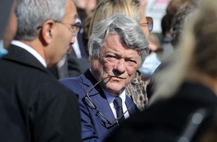 Jean-Louis Borloo a une nouvelle épaulé la famille à la sortie des obsèques de Bernard Tapie, en la Cathédrale La Major, à Marseille, le 8 octobre 2021.