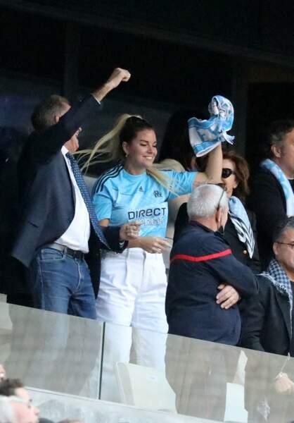 Renaud Muselier, Sophie et Dominique Tapie lors de la cérémonie d'hommage à son père Bernard Tapie au stade Vélodrome à Marseille, France, le 7 octobre 2021.