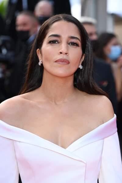 Un décolleté conçu sur-mesure pour Leïla Bekhti par Givenchy Haute Couture pour la montée des marches du Festival de Cannes