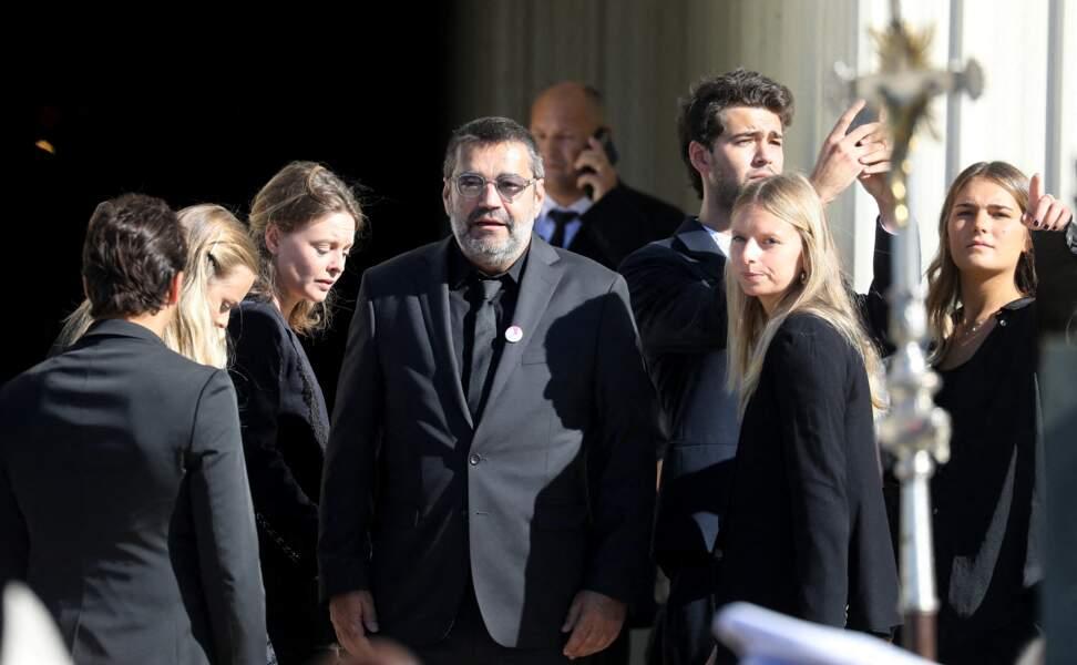Plusieurs membres de la famille de Bernard Tapie, dont son fils Stéphane Tapie, aux obsèques de l'ancien ministre, en la cathédrale de la Major, à Marseille, le 8 octobre 2021.