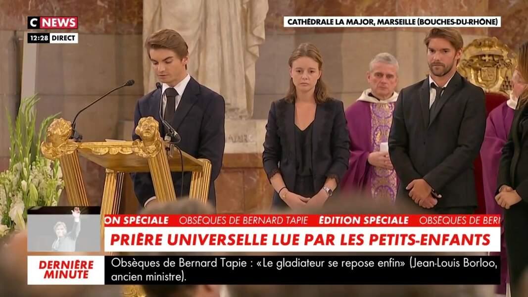 Les membres de la famille se recueillent lors des obsèques de Bernard Tapie en la cathédrale de la Major, à Marseille, le 8 octobre 2021.