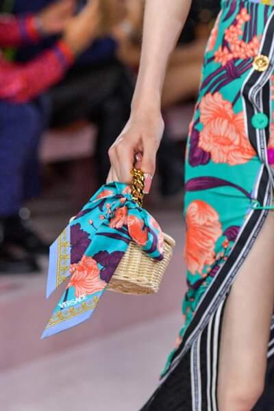 TENDANCE MICRO-SAC POUR LE PLAISIR comme chez Versace printemps-été 2022