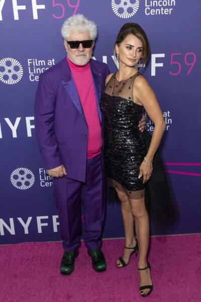 La jolie brune a pris la pose avec le réalisateur, Pedro Almadóvar ce vendredi 8 octobre.