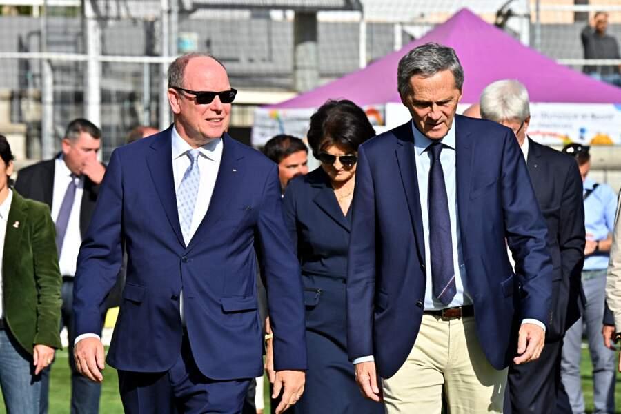 PHOTOS - Le prince Albert de Monaco et Xavier Beck, le maire de Cap d'Ail, le 8 octobre 2021, au stade D. Deschamps.