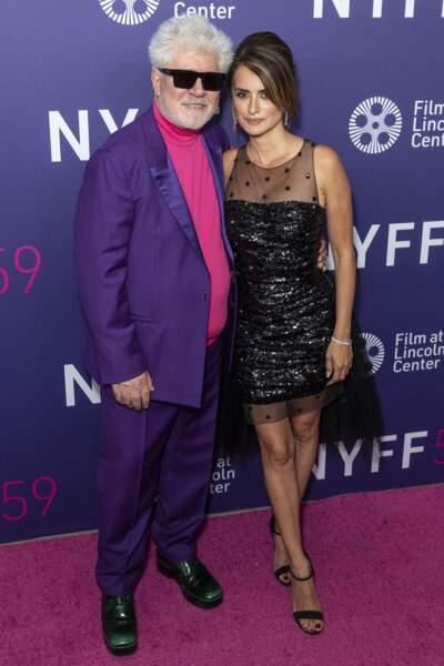 Avec le réalisateur de Parallel Mothers, Penélope Cruz était très élégante en Chanel ce vendredi 8 octobre.