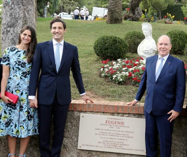 PHOTOS - Albert de Monaco aux côtés du prince Jean Christophe Napoleon et de son épouse Olympia von Arco-Zinneberg, près du buste en hommage à l'impératrice Eugenie, dans les jardins de Monaco, le 9 octobre.