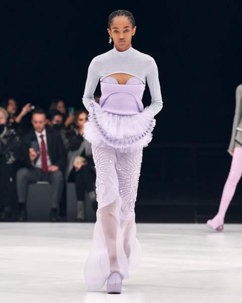 Le lilas se retrouve également sur le bustier et le tulle Givenchy