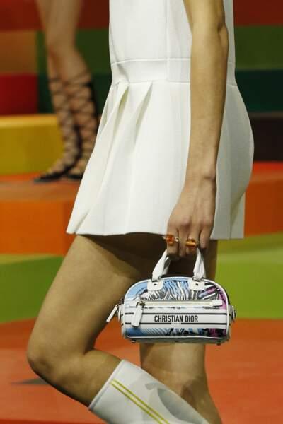 Mini-sac bowling Dior au défilé printemps-été 2022