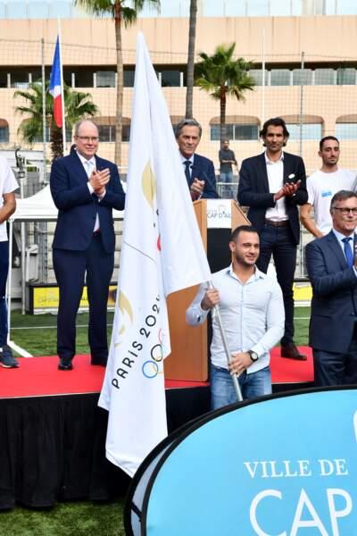 PHOTOS - Albert de Monaco devant le drapeau des JO de Paris à Cap d'Ail, le 8 octobre 2021.