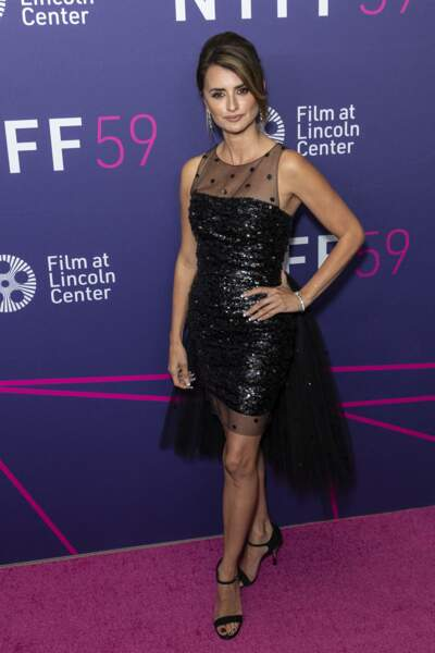 La quadragénaire a opté pour une robe Chanel, mélangeant tulle et paillettes pour le Festival du film de New York.