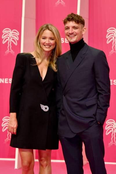 Virginie Efira glamour aux côtés de Niels Schneider, son compagnon, à la seconde soirée du 4eme Canneseries