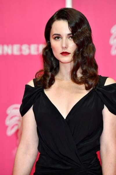 Vera Kolesnikova glamour au Palais des Festivals à Cannes, le 9 octobre