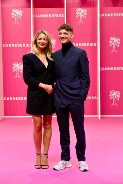 Virginie Efira divine au bras son compagnon Niels Schneider, ce samedi 9 octobre, à Cannes