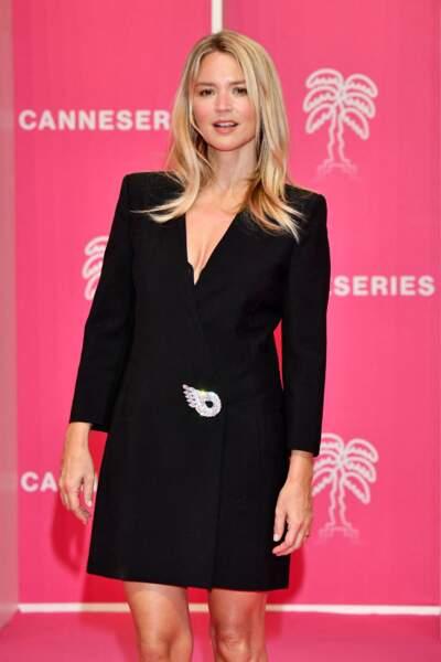 Virginie Efira vêtue d'une robe noire au Palais des Festivals à Cannes, le 9 octobre