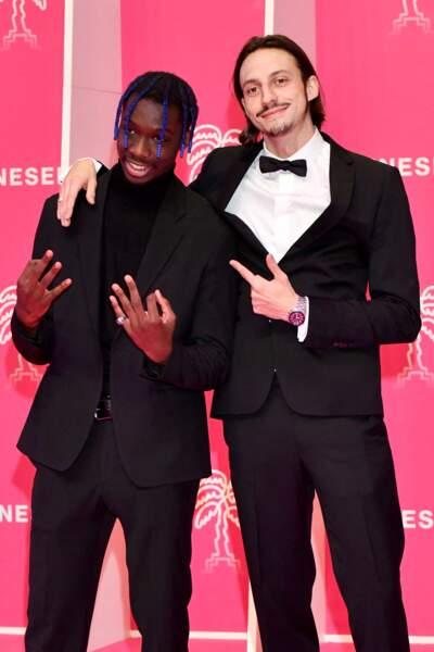 Geeeko et Romeo Elvis prennent la pose sur le tapis rose de Canneseries, le 9 octobre