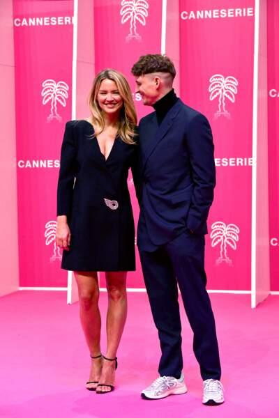 Virginie Efira souriante sur le tapis rose de Canneseries, le 9 octobre