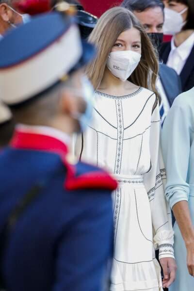Cheveux longs et robe bohème pour l'infante Sofia d'Espagne