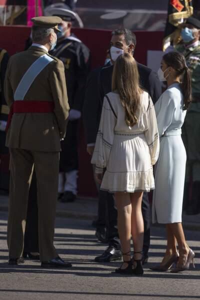 L'infante Sofia d'Espagne en robe courte Claudie Pierlot et chaussures plates