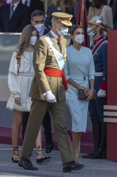 La reine et le roi d'Espagne et l'infante Sofia lors de l'hommage au drapeau national et à la parade militaire, à l'occasion du Jour de Christophe Colomb, le 12 octobre 2021.