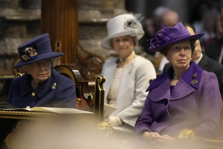 La reine Elizabeth II d'Angleterre et la princesse Anne au service d'action de grâce pour le centenaire de la Royal British Legion, en l'abbaye de Westminster, à Londres, le 12 octobre 2021.